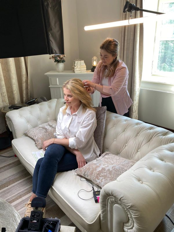 Příprava herečky na natáčení tutoriálů Di Angelo Cosmetics.